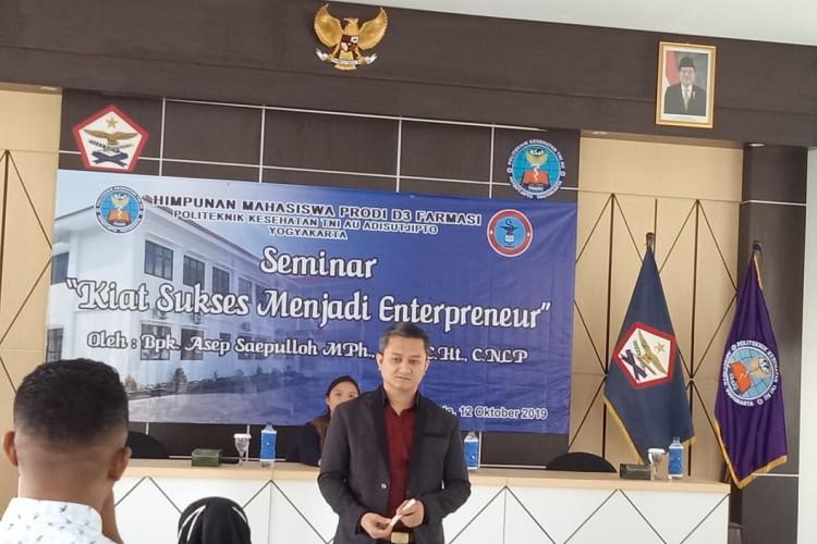 Kegiatan HMP Mahasiswa Prodi Farmasi tentang Kiat Sukses Menjadi Enterpreneur oleh Bpk Asep Saepulloh, MPH., Apt., C.Ht.,C.NLP.